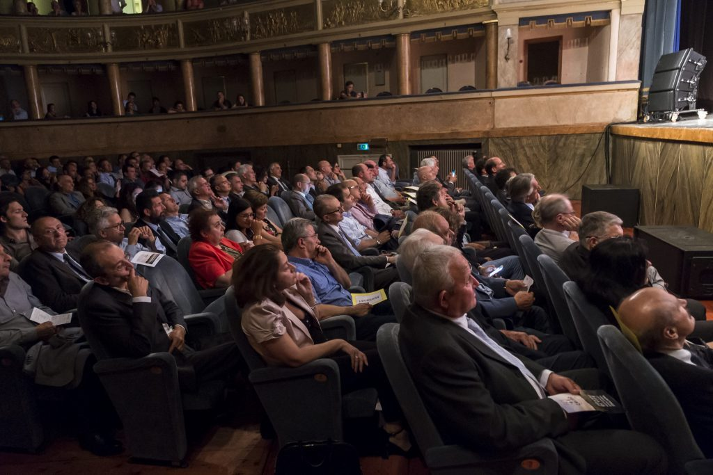 Menabò, agenzia di comunicazione a Forlì, per i 50 anni di Caviro - Pubblico