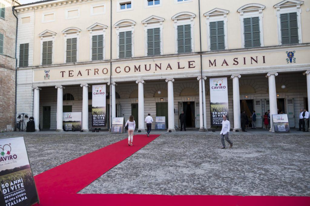 Menabò, agenzia di comunicazione a Forlì, per i 50 anni di Caviro - Esterno teatro