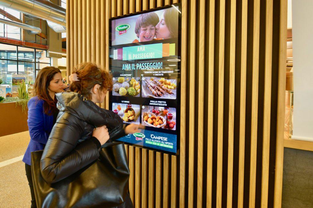 Menabò, agenzia di comunicazione a Forlì, per Amadori a FICO – Menù touch screen