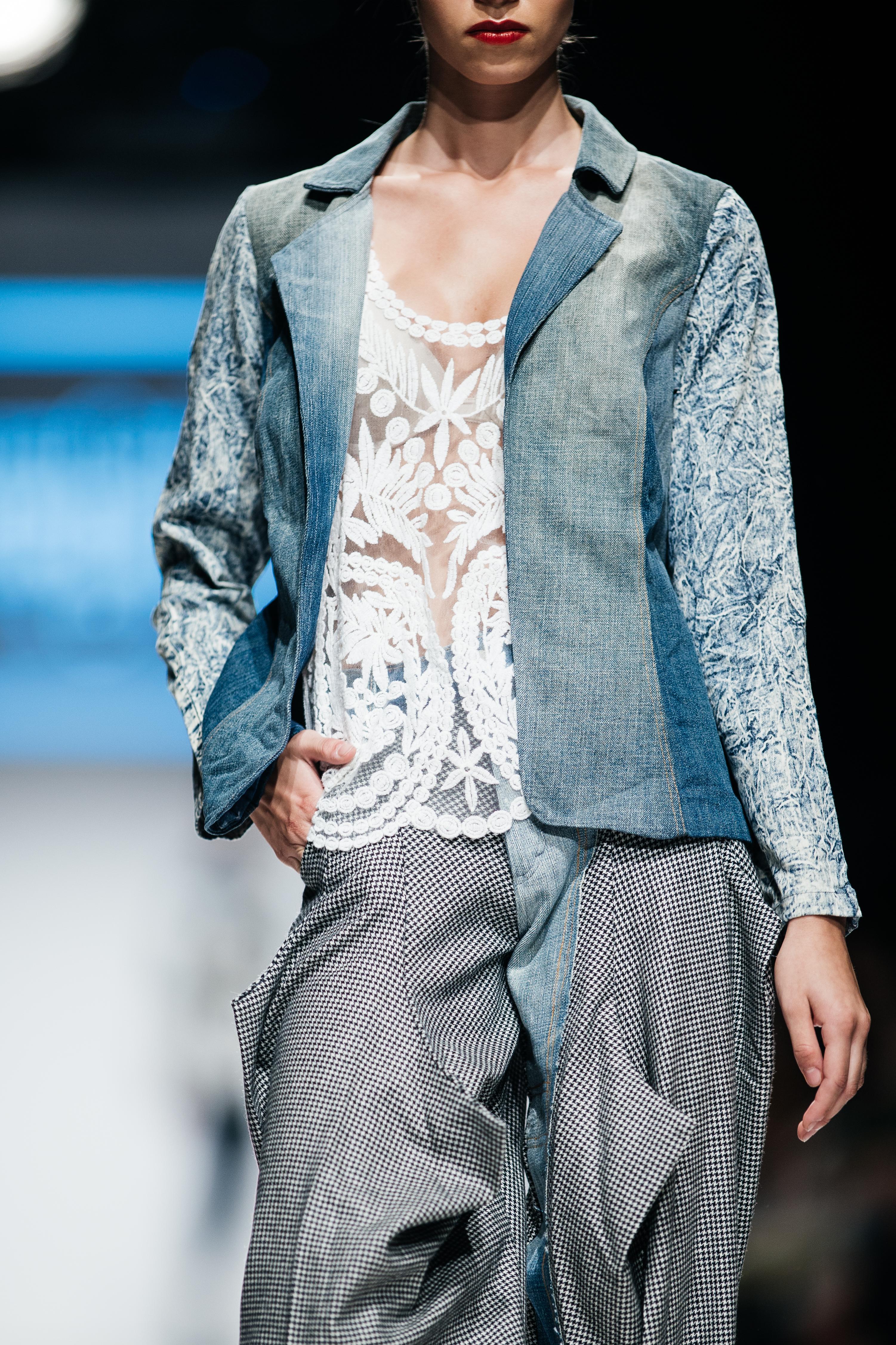 Menabò, agenzia di comunicazione a Forlì, per Juan Carlos Gordillo by TENCEL™ Denim - Dettaglio outfit